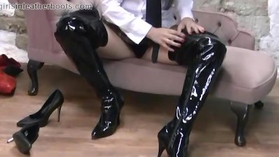 Hot schoolgirl comes home and puts on her moms kinky leather boots