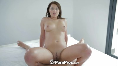 HD - PornPros Sexy brunette gives her man a nice wake up blowjob