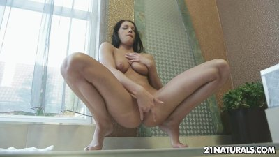 Horny Felicia Kiss pleasures herself in the morning