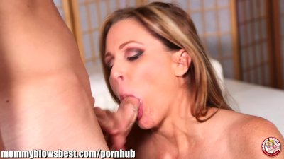 Busty Cougar Deepthroat video: MommyBB Julia Ann is single! She's looking for a younger male!