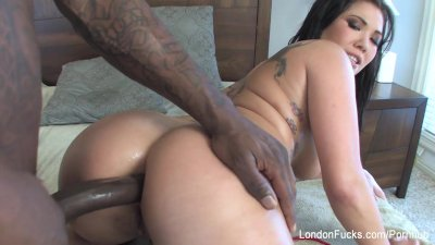 London Keyes gets her ass fucked by a big black cock