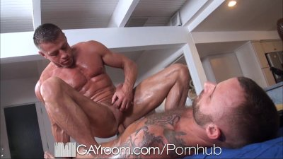 GayRoom Bodybuilder's gets happy ending massage