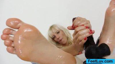 Kinky blonde Bella Morgan swee