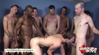 Cute guy loves bareback bukkake gangbang