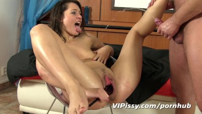 Stretched pussy rinsed off with fresh piss