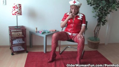 Mature mom in kinky outfit rub