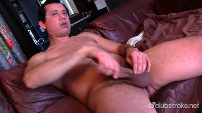 Naughty Straight Guy Juan Masturbating