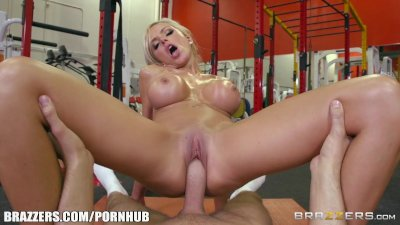 Brazzers - Nina Elle takes a big dick at the gym