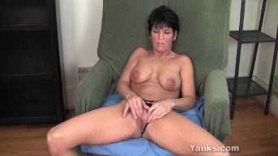 Pierced Milf Kassandra Masturb