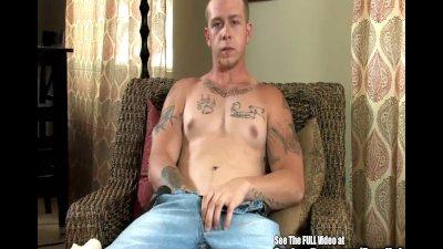 Buff Tattoo Dude Beats Off His Prick!