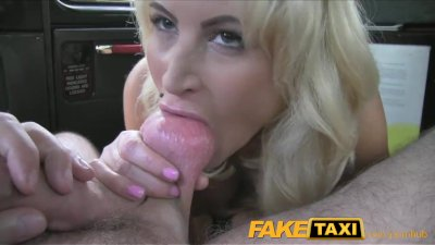 Fingering Blonde Blowjob video: FakeTaxi Hot blonde chick sucks taxi drivers dick on backseat